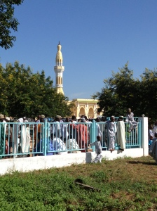 Crowds around Garoua's Grand Mosque the morning of the Fête